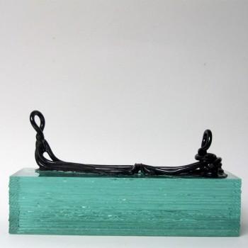 lijnbeeld-van-keramiek-verbonden